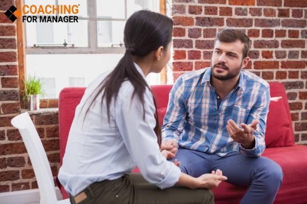 Muốn Phê bình hiệu quả cần tập trung lắng nghe Nhân viên