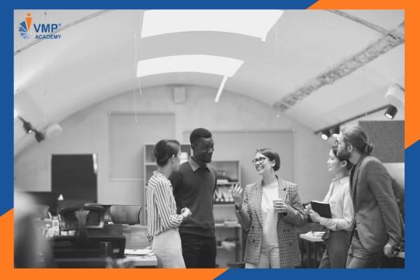Trao đổi giữa quản lý và nhân viên trong quá trình thực hiện phương pháp.