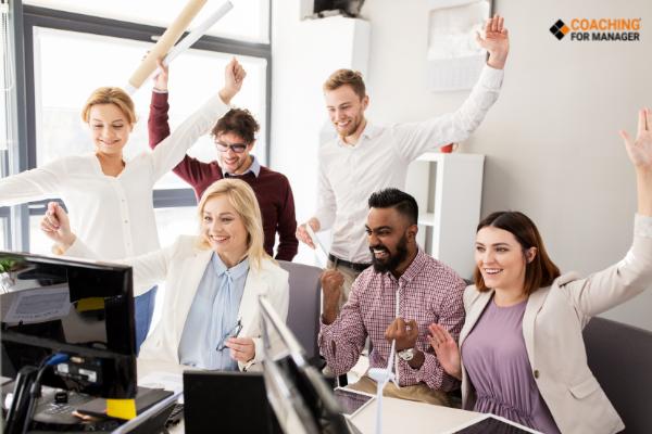 Đội ngũ nhân viên vững mạnh và đoàn kết  giúp doanh nghiệp phát triển lâu dài